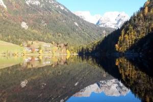 Der Wilde Kaiser spiegelt sich im Hintersteiner See